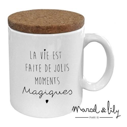 """MUG AVEC SON COUVERCLE EN LIÈGE """"LA VIE EST FAITE DE JOLIS MOMENTS MAGIQUES"""""""